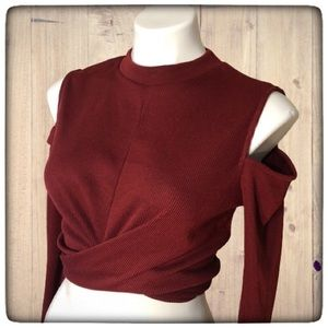 Women's maroon cold shoulder crop top Sz L